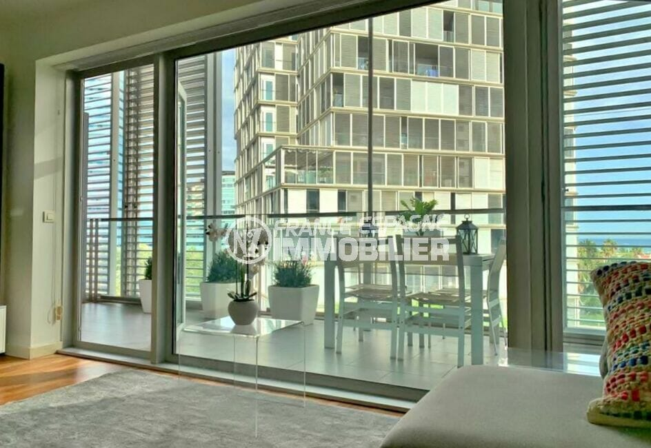 acheter appartement costa brava, 160 m², luxe, 3 chambres, terrasse avec table et chaises