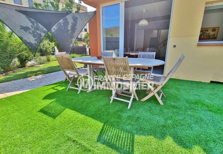 achat maison roses espagne, 200 m² 5 chambres, terrasse donnant sur la salle à manger