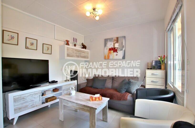 achat roses espagne: villa séjour et 3 chambres sur terrain 190 m²