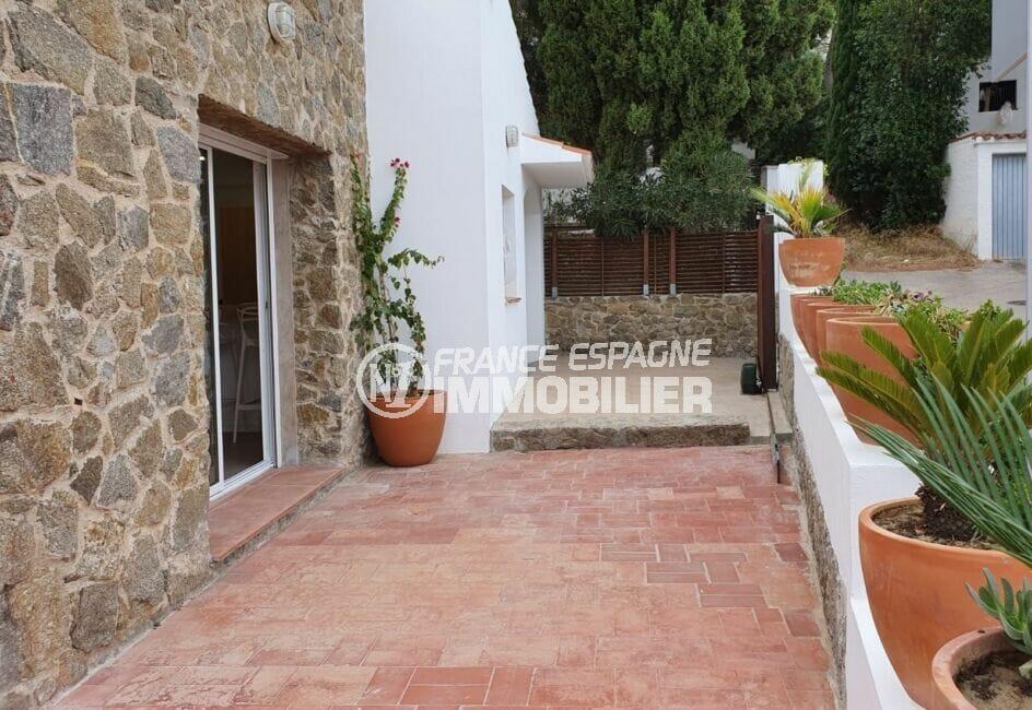 achat maison espagne costa brava, 3 chambres 140 m², portail automatique vers le garage