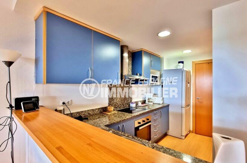achat appartement rosas, 2 chambres 81 m², cuisine américane avec bar