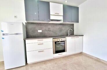 rosas immo: appartement 2 pièces 47 m², cuisine complètement aménagée et équipée