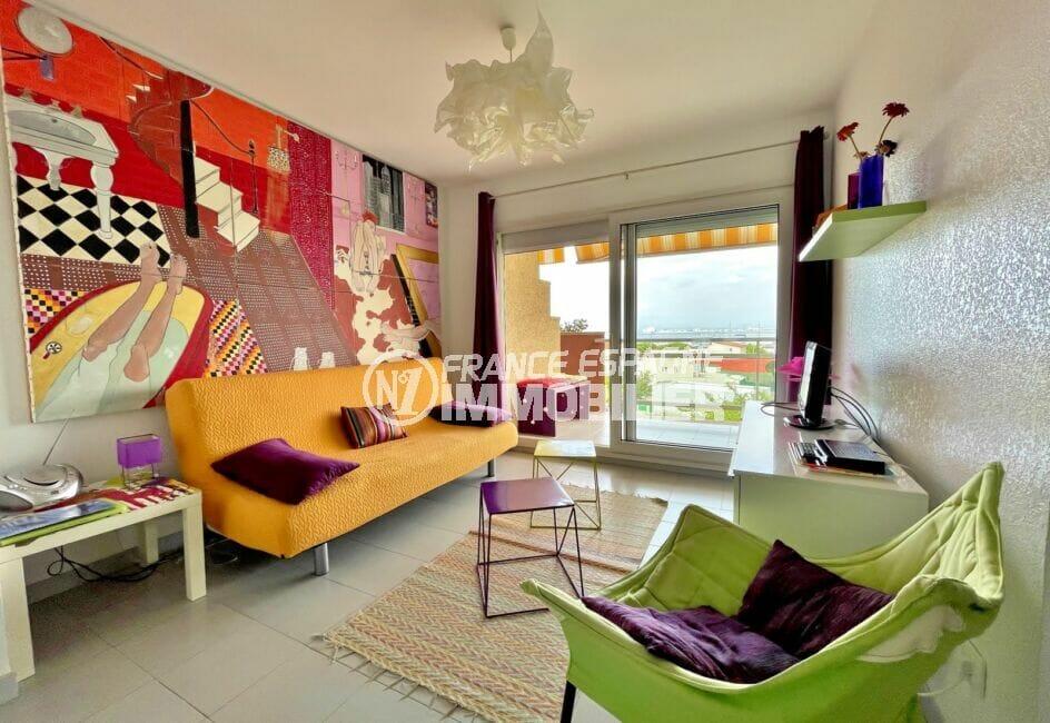 acheter appartement rosas, 2 pièces 46 m², séjour avec décoration en trompe-l'oeil