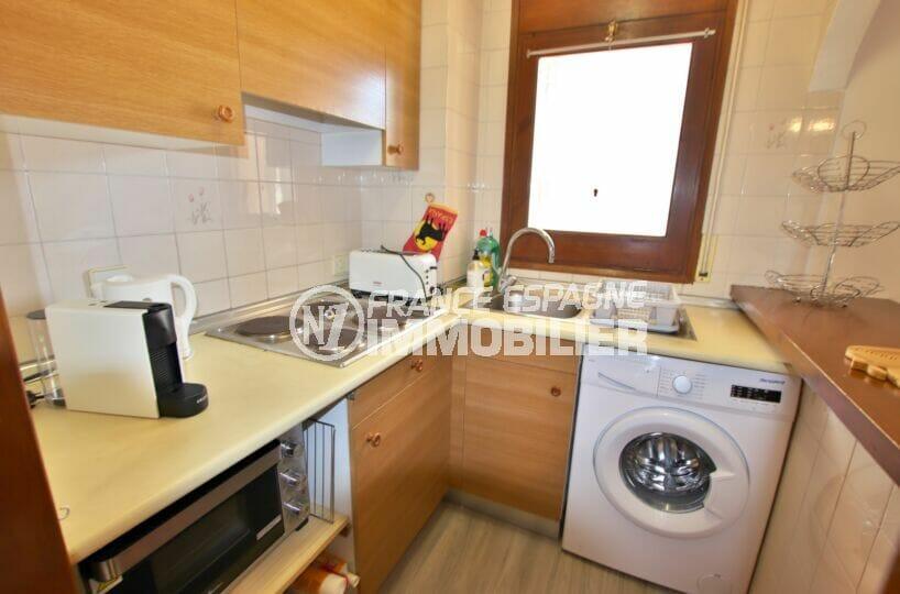 residence santa margarita rosas: appartement 2 chambres 83 m², cuisine américaine aménagée et équipée