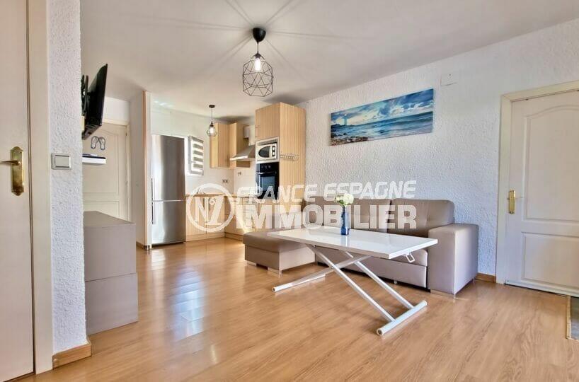 vente immobilier rosas espagne: villa 3 chambres 101 m², séjour clair et cuisine ouverte