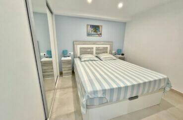 vente empuriabrava: appartement rénové 53 m², première chambre avec penderie intégrée