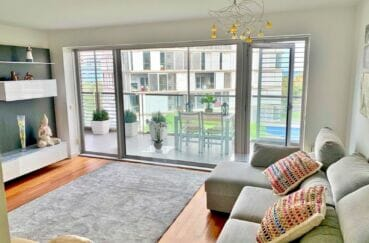 appartement à vendre costa brava, 160 m², luxe, 3 chambres, salon avec accès terrasse