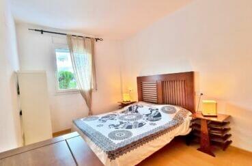 immobilier santa margarita: appartement 2 pièces 53 m², chambre claire avec fenêtre sur le jardin