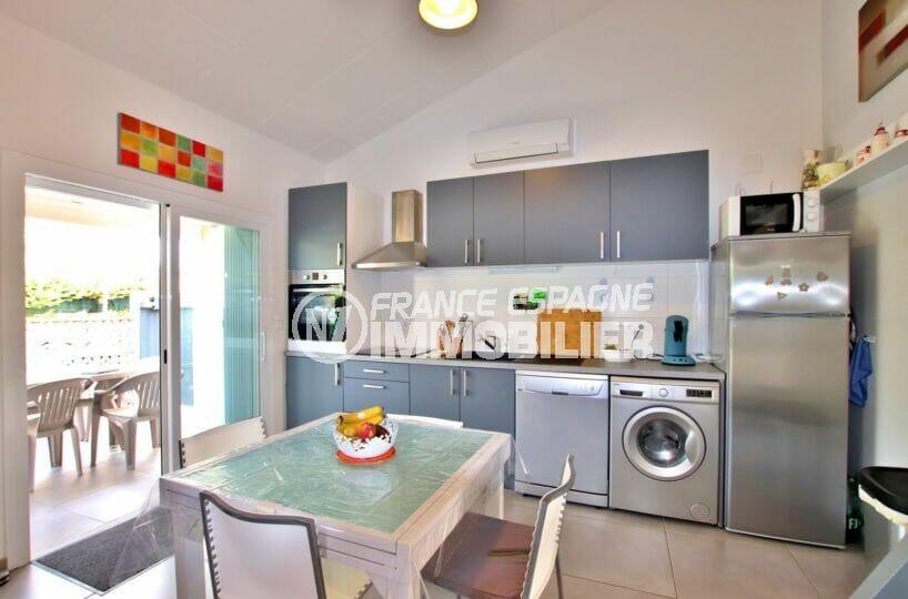 immo center rosas: villa 3 chambres sur terrain 190 m²,  coin repas sur cuisine ouverte