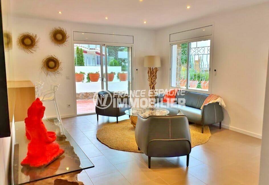vente maison rosas espagne, 3 chambres 140 m², séjour avec accès terrasse, climatisation