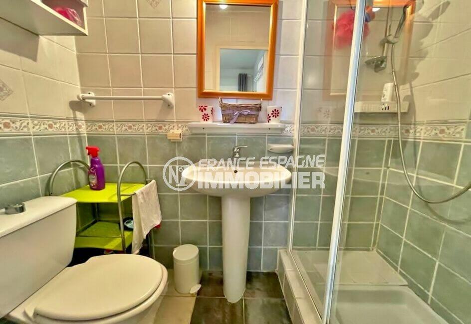 vente empuriabrava: villa 2 chambres 46 m², salle d'eau avec cabine douche et wc