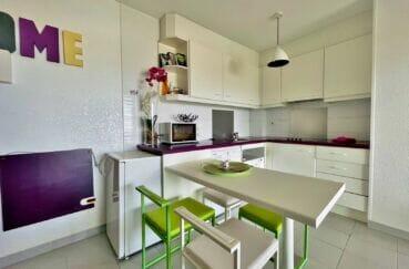 rosas immo: appartement 2 pièces 46 m², coin repas ouvert sur la cuisine