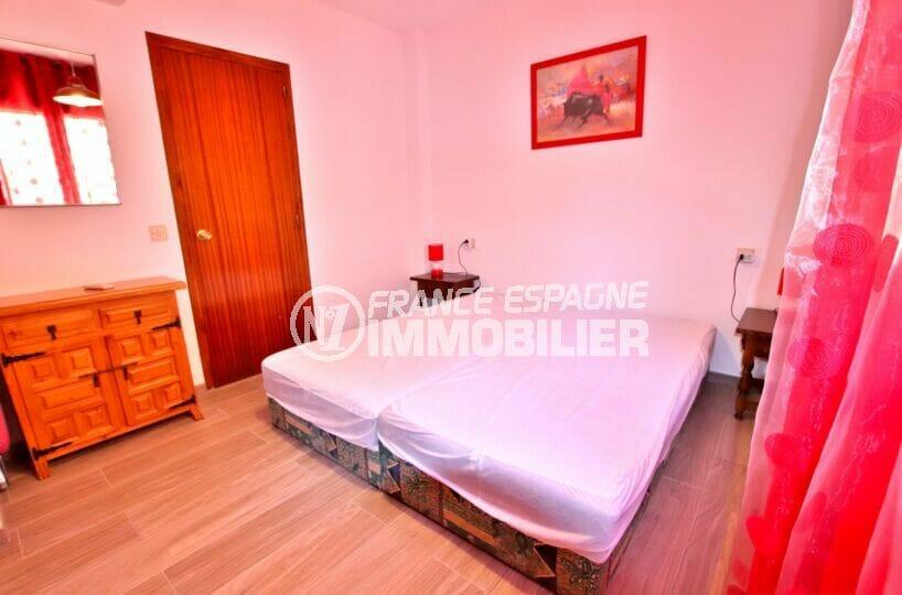 appartement santa margarida roses, 83 m², belle chambre claire avec double lit