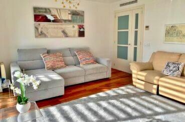 achat appartement espagne costa brava, 160 m², luxe, 3 chambres, salon avec lustre moderne