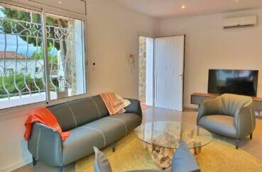 achat villa costa brava, 3 chambres 140 m², séjour / salon avec petite vue mer