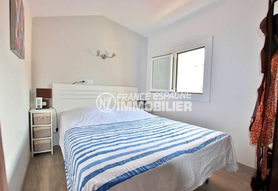 achat maison roses, sur terrain 190 m², première des 3 chambres avec lit double
