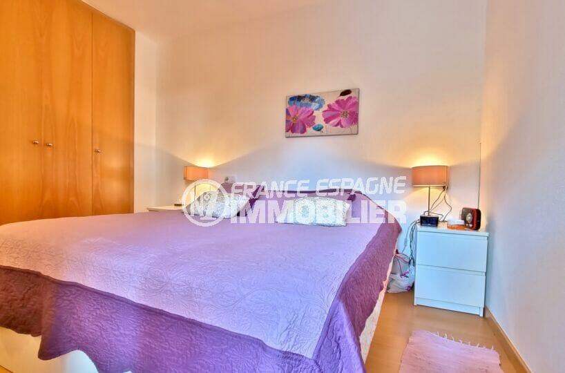 rosas immo: appartement 81 m², première des deux chambres avec grande penderie intégrée