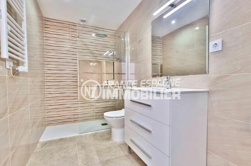 achat appartement rosas, 2 pièces 47 m² refait à neuf, superbe salle d'eau