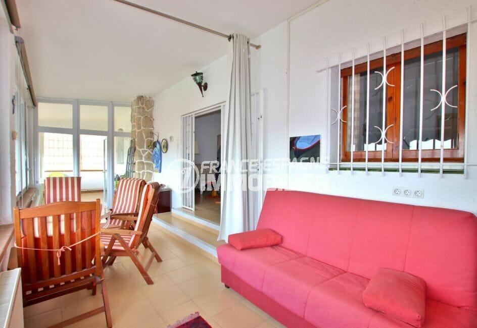 vente immobiliere rosas espagne: villa 4 chambres 135 m², terrasse / véranda avec canapé et coin repas