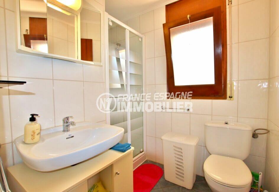 appartement a vendre roses santa margarida, 2 chambres 83 m², salle d'eau avec cabine douche et wc