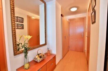 santa margarita rosas: appartement 81 m², entrée et couloir d'accès aux 2 chambres