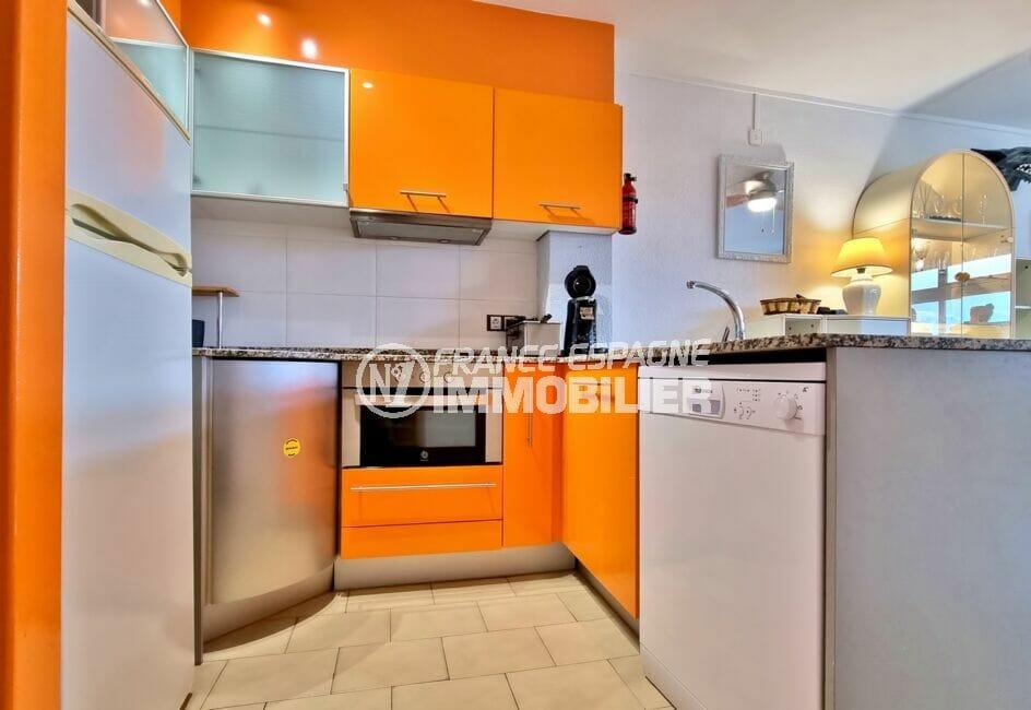 acheter appartement empuriabrava, 40 m² avec amarre, cuisine moderne avec plaques, four, hotte