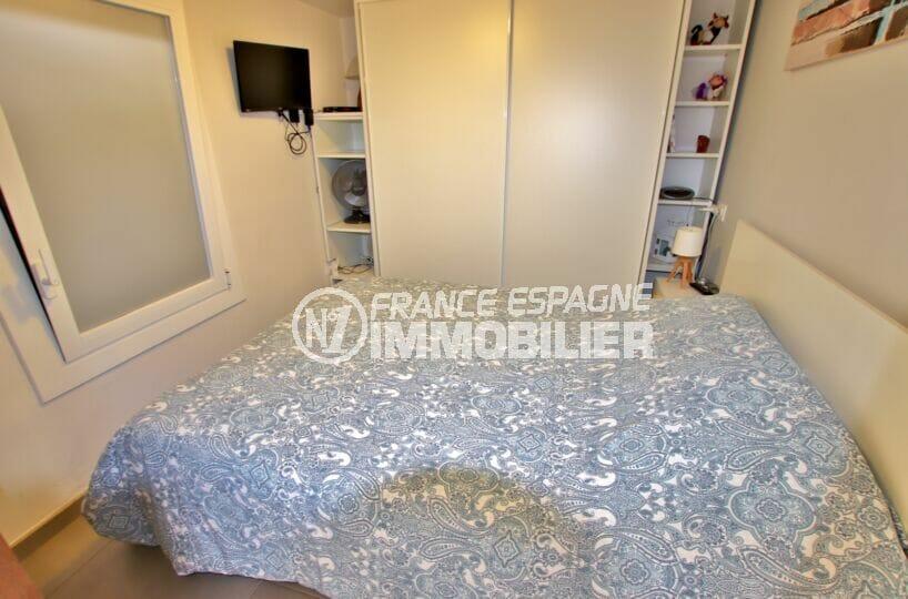 achat villa roses, sur terrain 190 m², seconde chambre avec placards intégrés
