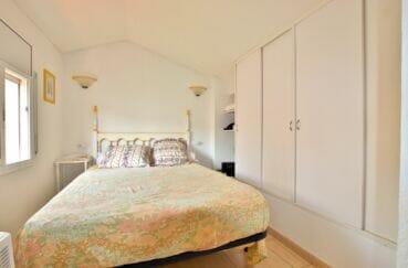 immo center rosas: villa 3 chambres 55 m², lit double et penderie intégrée