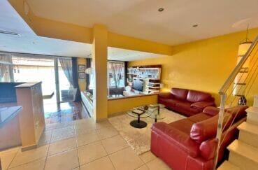 vente immobilier rosas espagne: villa 227 m², salon avec spots au plafond, climatisation