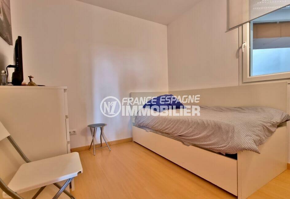 appartement a vendre roses, 81 m², seconde chambre avec canapé lit