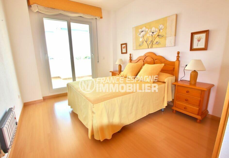 residence santa margarita rosas: appartement 81 m², première des deux chambres