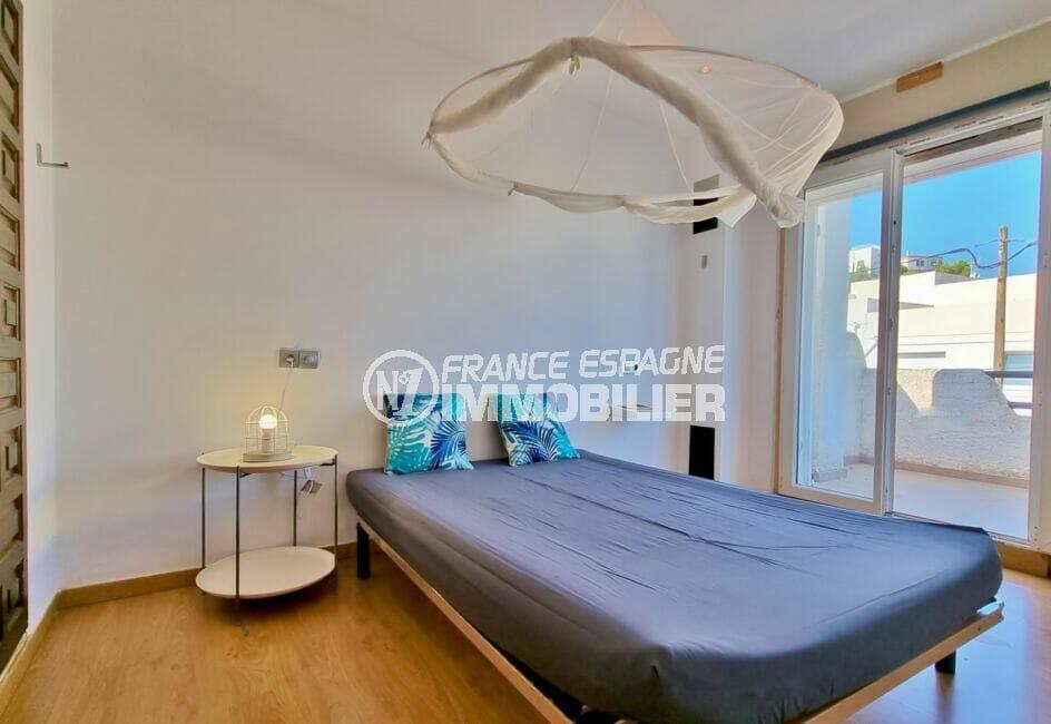 immo center rosas: villa 3 chambres 101 m², seconde chambre avec accès terrasse au 1er