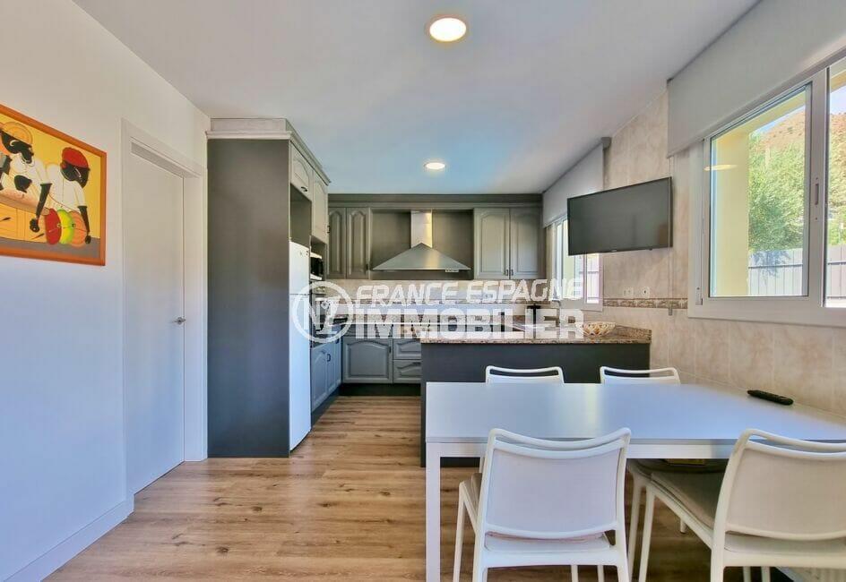 achat villa roses, 200 m² 5 chambres, cuisine avec espace repas
