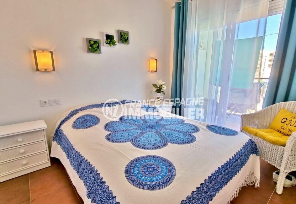 appartement à vendre rosas, 2 pièces 48 m², chambre double avec porte coulissante vers la terrasse