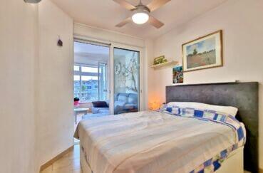 achat appartement empuriabrava, 40 m² avec amarre, chambre à coucher proche du salon, porte vitrée
