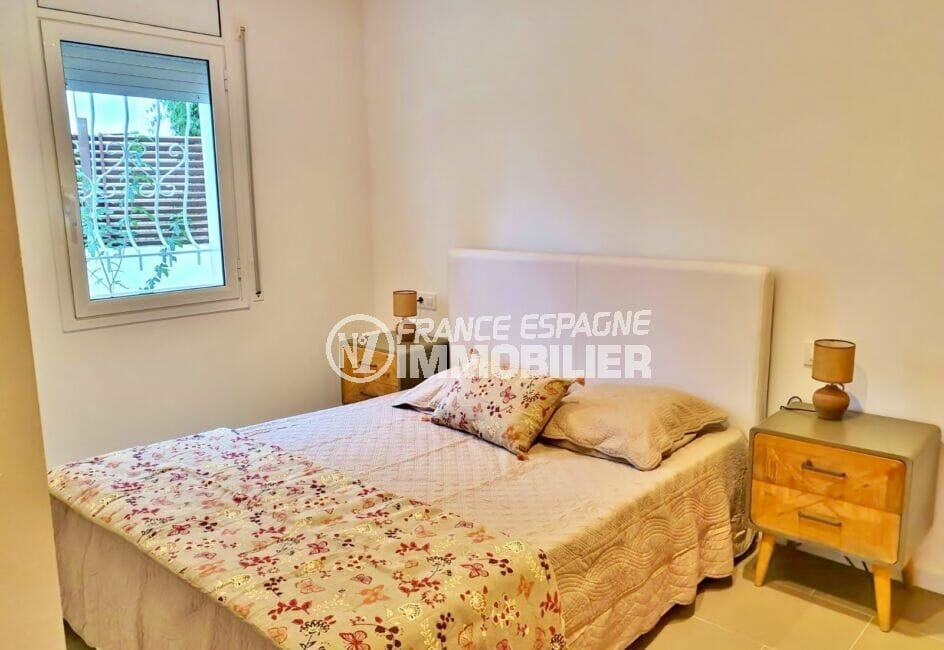 achat immobilier espagne costa brava: villa 140 m², chambre 1 sur 3 avec lit double