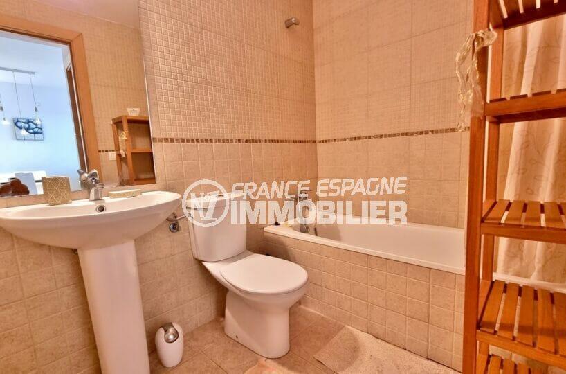 appartement à vendre à rosas, 2 chambres 81 m², salle de bains avec wc