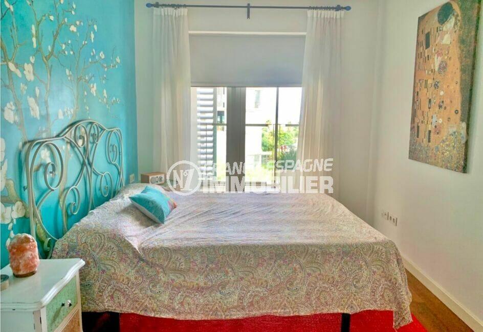 la costa brava: appartement 160 m², luxe, suite parentale lumineuse, lit double