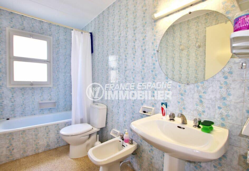 appartements a vendre costa brava, 62 m² 2 chambres, salle de bain avec baignoire et wc