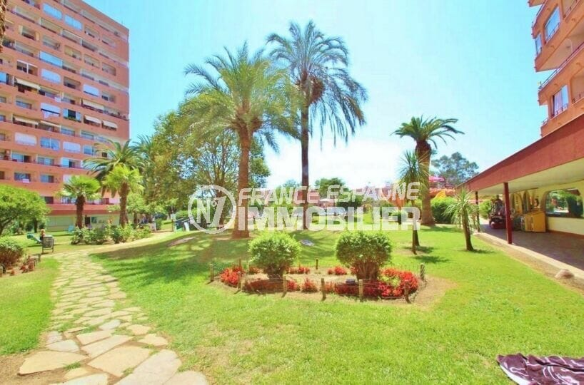 la costa brava: studio 35 m² proche plage et commerce, dans résidence avec piscine et jardins