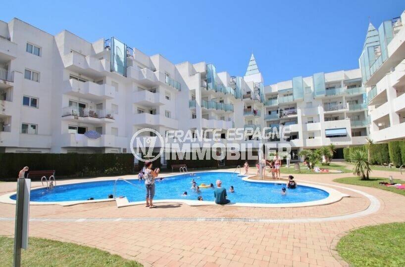 appartement a vendre rosas espagne, 2 chambres 81 m², en rez-de-jardin accès direct piscine
