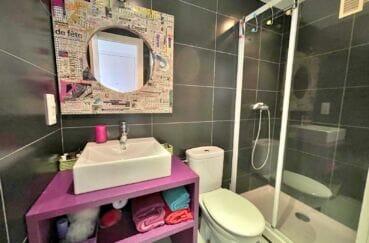 vente appartement roses espagne, 2 pièces 46 m², salle d'eau avec cabine douche et wc