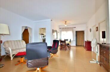 maison a vendre rosas vue mer, 4 chambres 135 m², grand séjour aux murs blancs