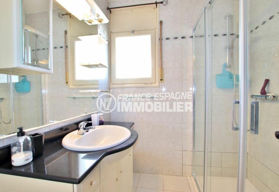 vente immobilière costa brava: villa 2 pièces 81 m², salle d'eau avec cabine douche