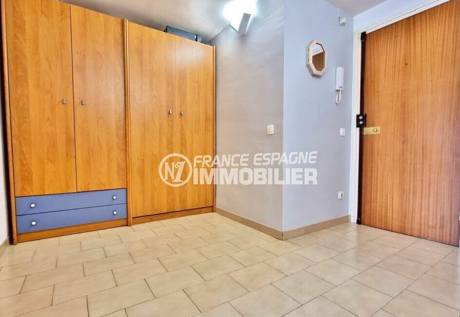 marina immo empuriabrava: appartement 40 m², hall d'entrée avec grande penderie