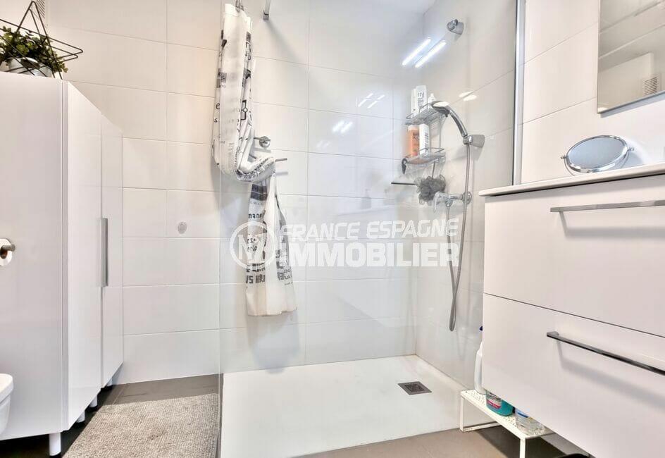 achat appartement espagne costa brava, 2 pièces 48 m²,  salle d'eau claire avec rangements
