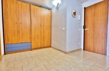marina empuriabrava: appartement 40 m² avec amarre, hall d'entrée avec penderie