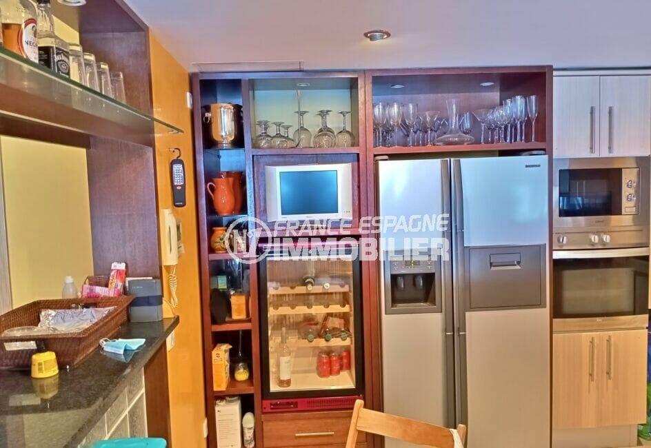 vente immobilière rosas: villa 227 m² 3 chambres, cuisine moderne équipée, cave à vin