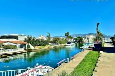 empuriabrava est une ville navigable sur 23 km de canaux qui longent de magnifiques résidences