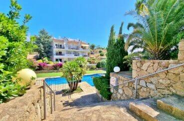 immocenter roses: appartement atico 2 chambres 48 m², escalier d'accès à la piscine